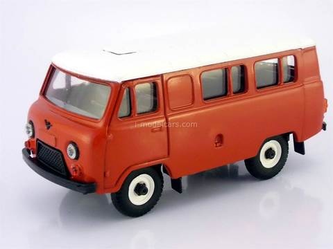 UAZ-3962 bus (plastic painted) red-white 1:43 Agat Mossar Tantal