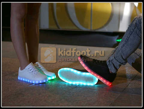 Светящиеся кроссовки с USB зарядкой Fashion (Фэшн) на шнурках, цвет черный, светится вся подошва. Изображение 25 из 27.