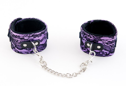Пурпурные кружевные поножи