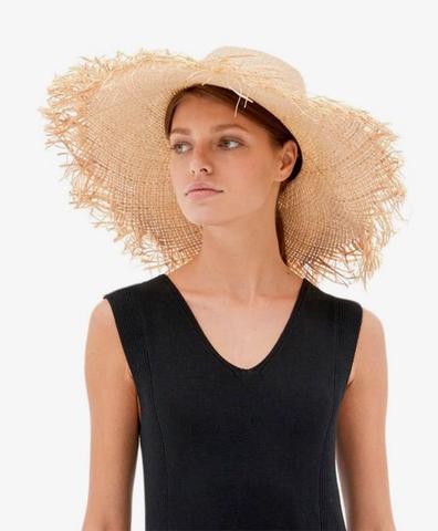 Широкая соломенная шляпа