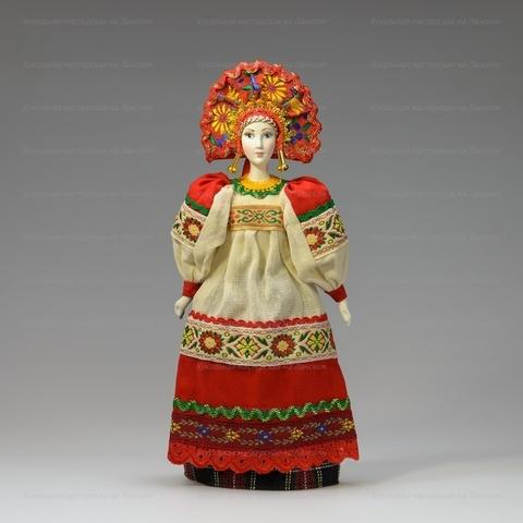 Крестьянка в русском костюме