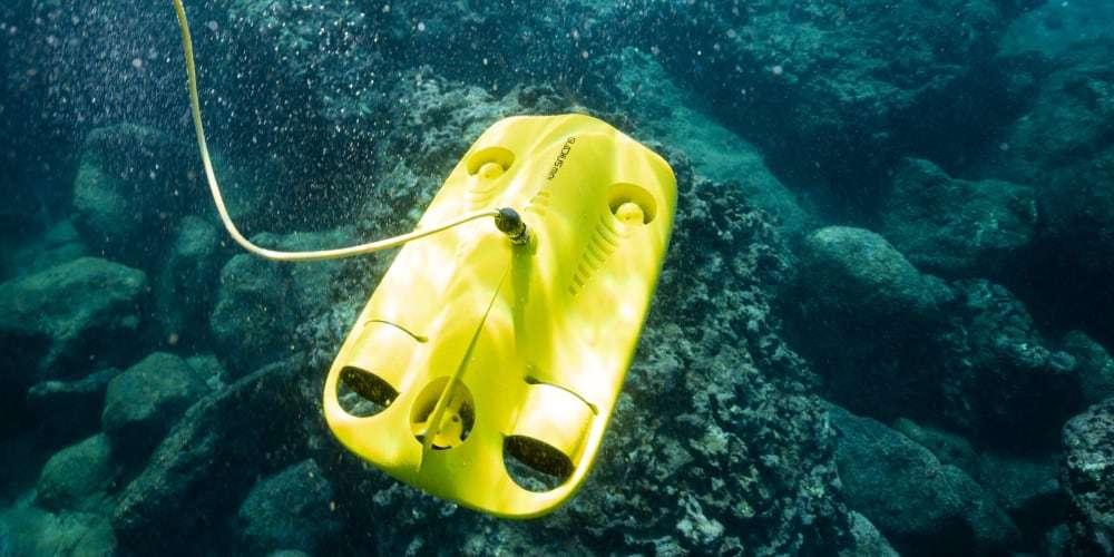 Подводный дрон Gladius Mini в воде