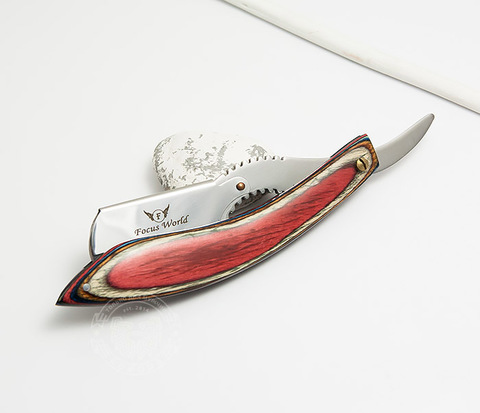 Бритва шаветка с красивой красной рукояткой из дерева