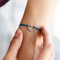 Браслет сердце на нити (цвет нити выбирайте при оформлении заказа)