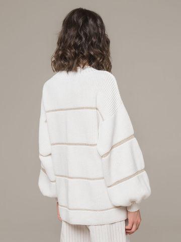Женский белый джемпер с v-образным вырезом и объемными рукавами - фото 2