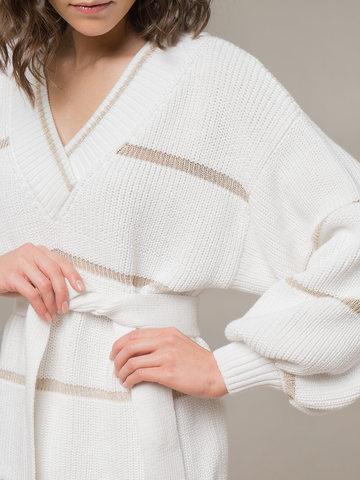 Женский белый джемпер с v-образным вырезом и объемными рукавами - фото 4