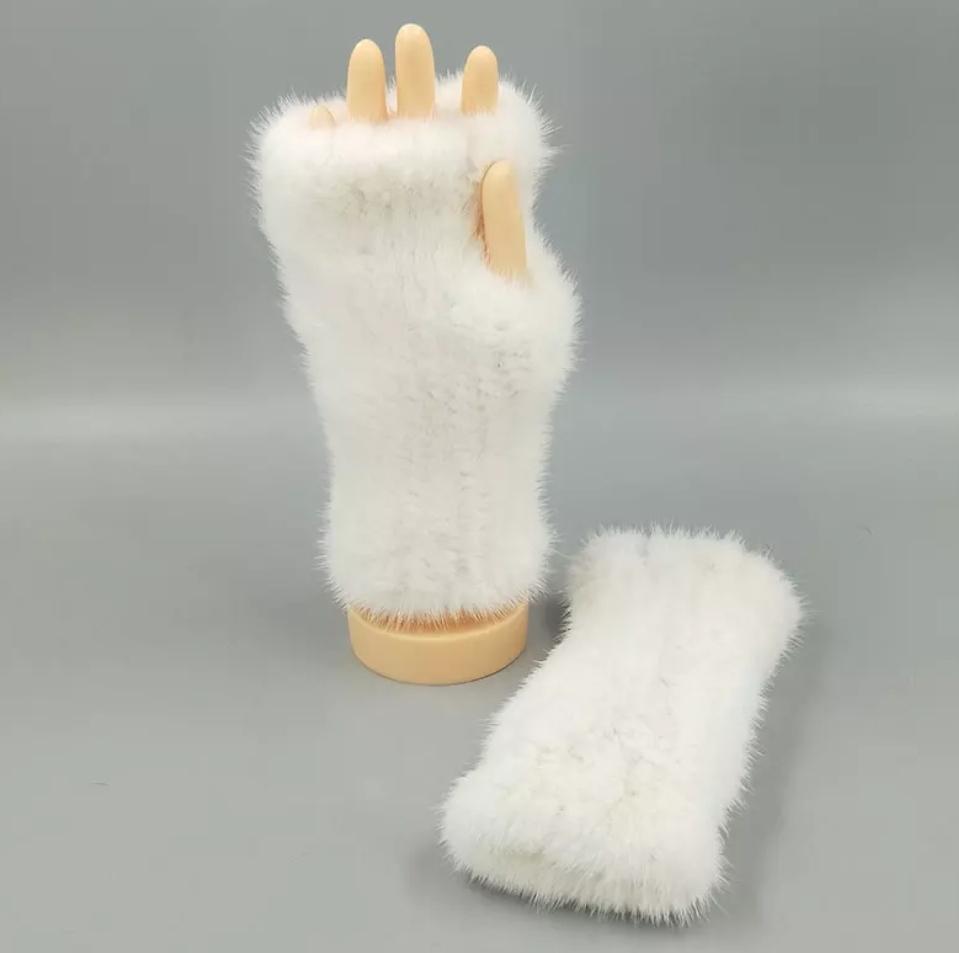 Митенки из натурального меха норки. Белые