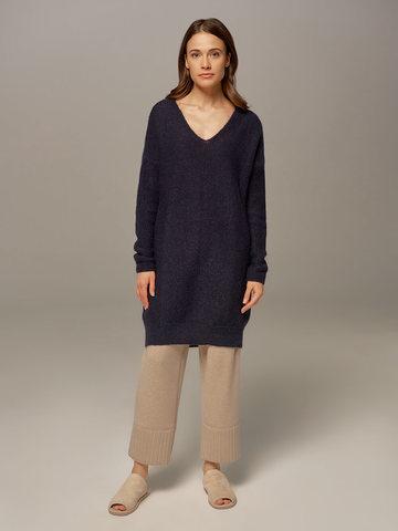 Женский удлиненный джемпер темно-синего цвета с V-образным вырезом  - фото 4