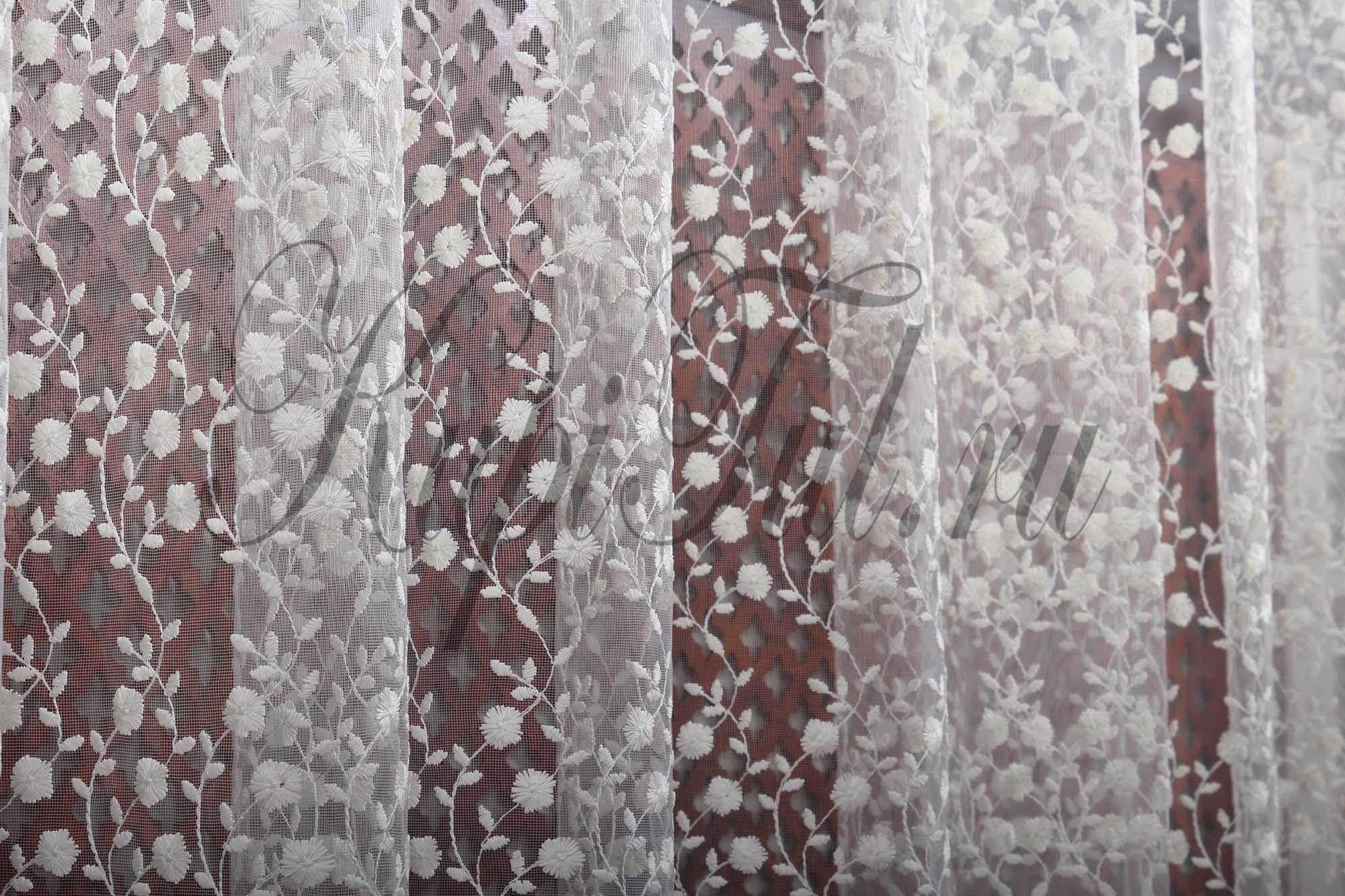 Микросетка с вышивкой Морозко (молочный)