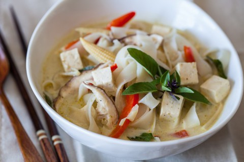https://static-eu.insales.ru/images/products/1/5836/17200844/vegetable-curry-noodle-soup-recipe-1712-640x426.jpg