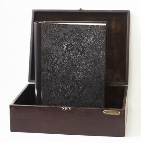 Фотоальбом из кожи в шкатулке из дерева