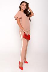 Ультра модный брючный костюм. Оригинальная вставка контрастного цвета в виде лампас отлично завершит Ваш образ.