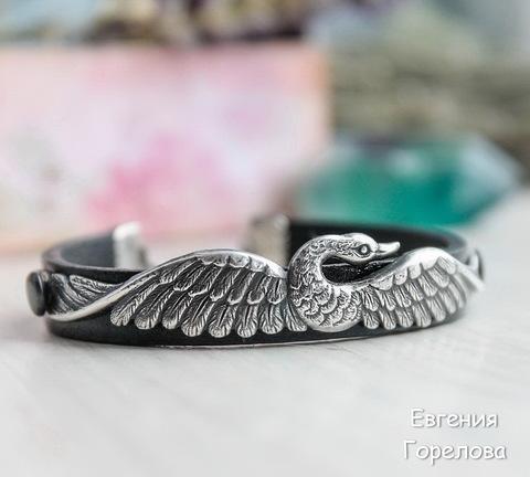 """Винтажный декоративный элемент - штамп """"Лебедь"""" 100х12 мм (оксид серебра) (Кожаный браслет. Пример)"""