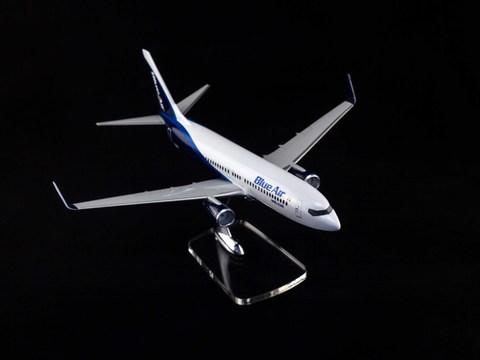 Модель самолета Boeing 737-800 (М1:100 Blue Air)