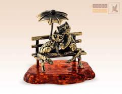 фигурка Кот и Кошечка под зонтиком на янтаре