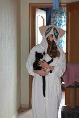 Лемур с кошечкой