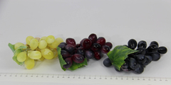 Ветка винограда продолговатого, 12 см, 24 ягоды.