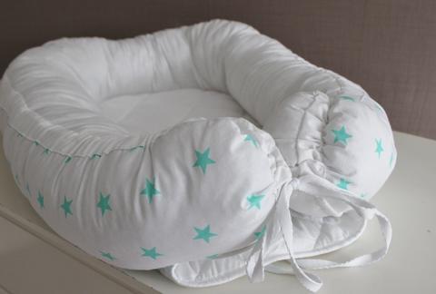 Babynest, гнездышко, кокон для младенца - белый с мятными звездами