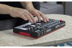 AKAI MPK Mini Play USB-MIDI контроллер