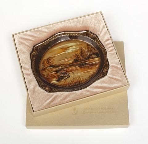 Коробка средняя золотистая