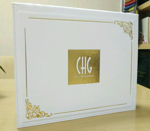 Персонализация фотоальбома логотипом компании заказчика