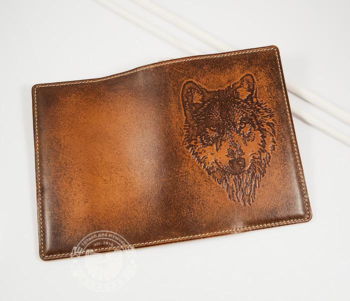 BY14-09-02 Классная обложка на паспорт с изображением волка, тиснение фото 02