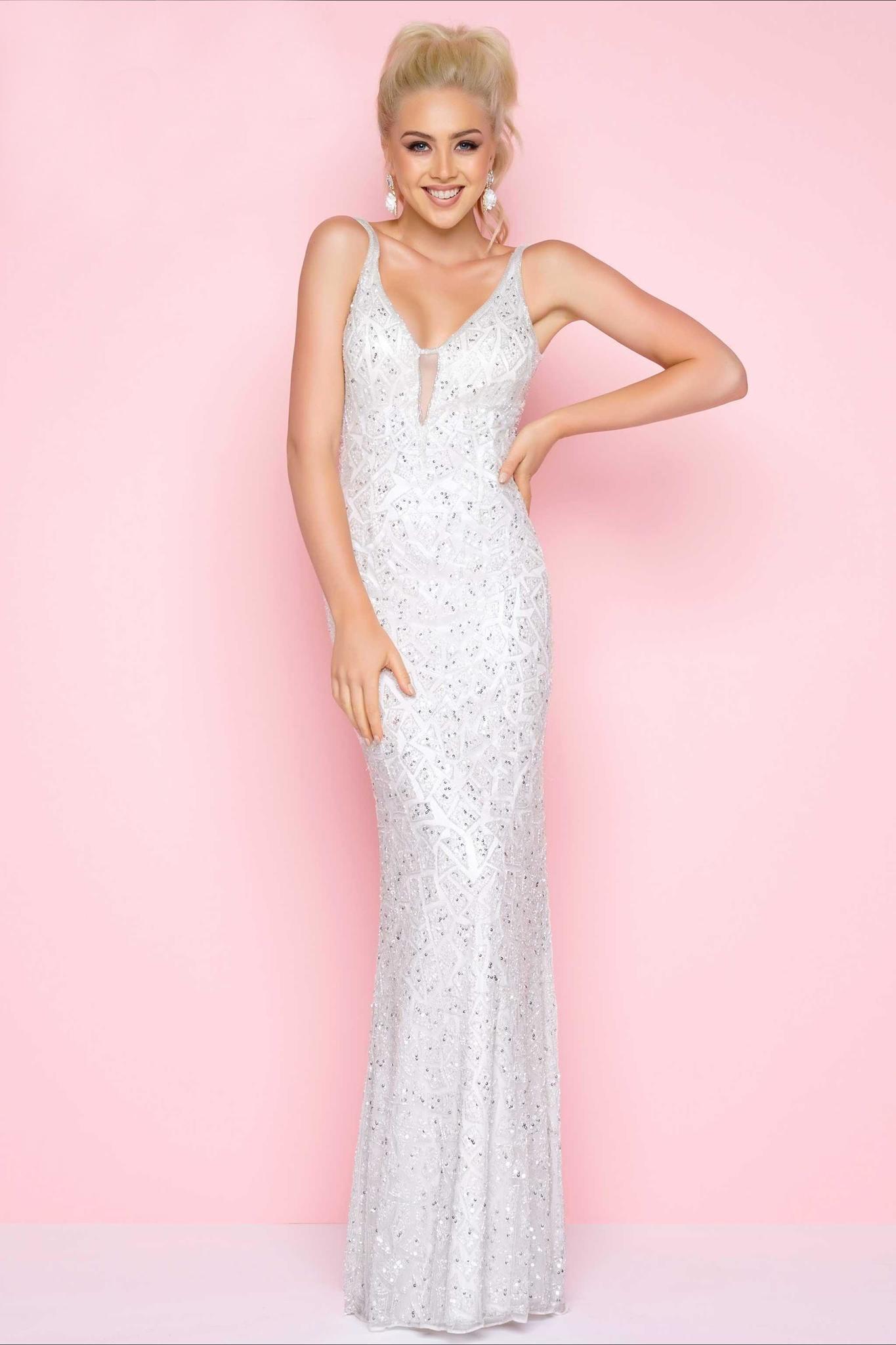 Mac Duggal 10667L Белое платье вышитое бисером, с открытой спиной и небольшим шлейфом
