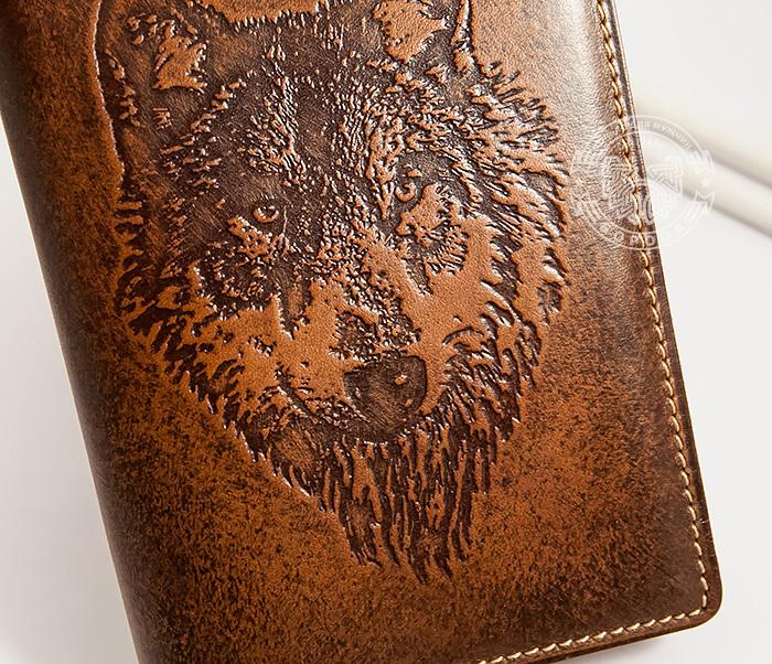 BY14-09-02 Классная обложка на паспорт с изображением волка, тиснение фото 03