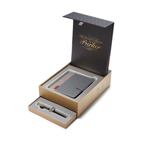 Подарочный набор Parker: Перьевая ручка Parker Sonnet c блокнотом и органайзером