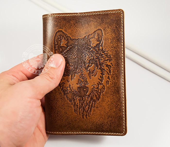 BY14-09-02 Классная обложка на паспорт с изображением волка, тиснение фото 04