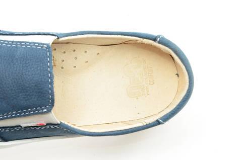 Слипоны на толстой подошве кожаные Лель (LEL) для девочек, цвет темно синий. Изображение 13 из 14.