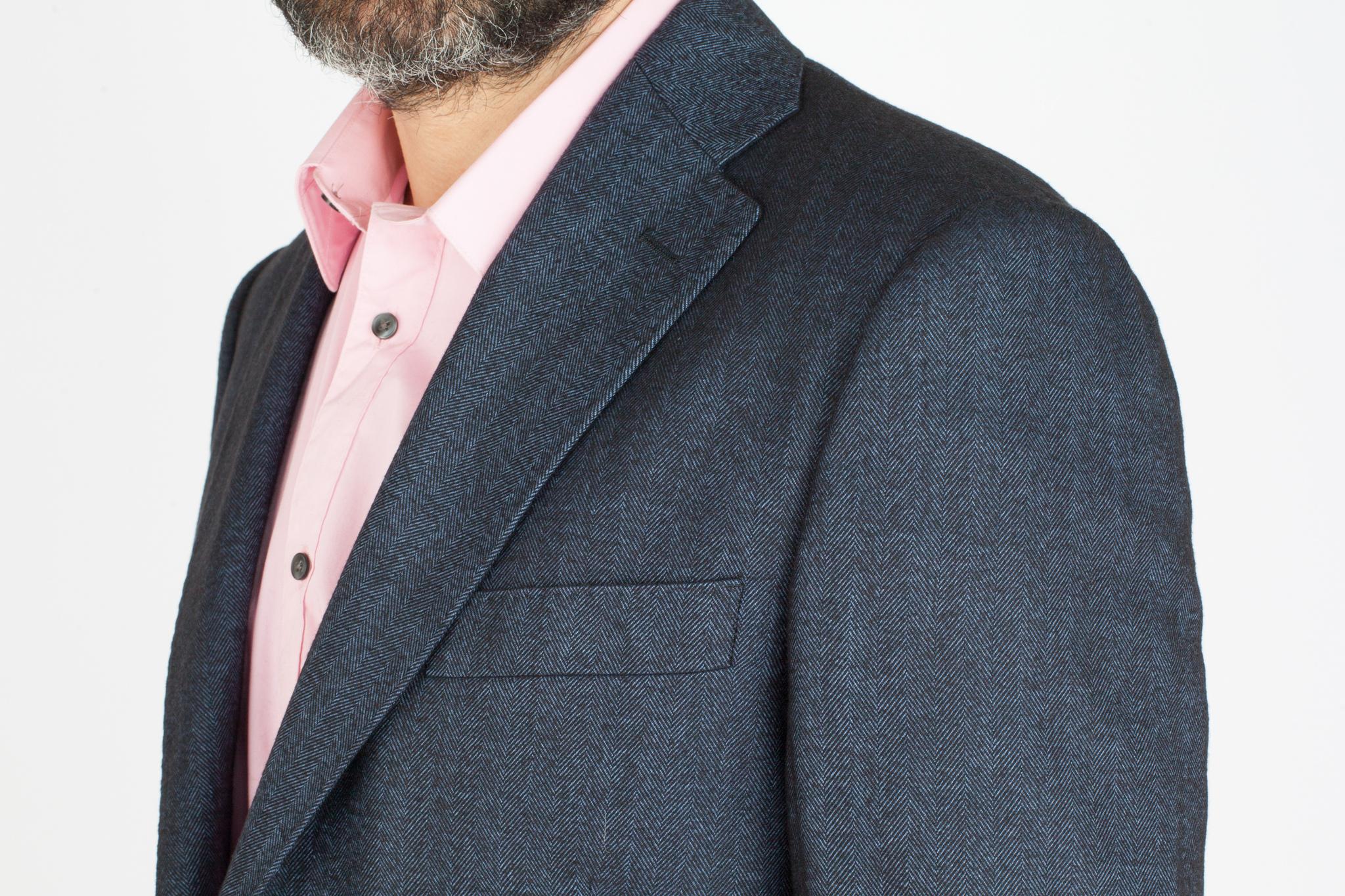 Тёмно-синий пиджак «в ёлочку» из шерсти и вискозы, нагрудный карман