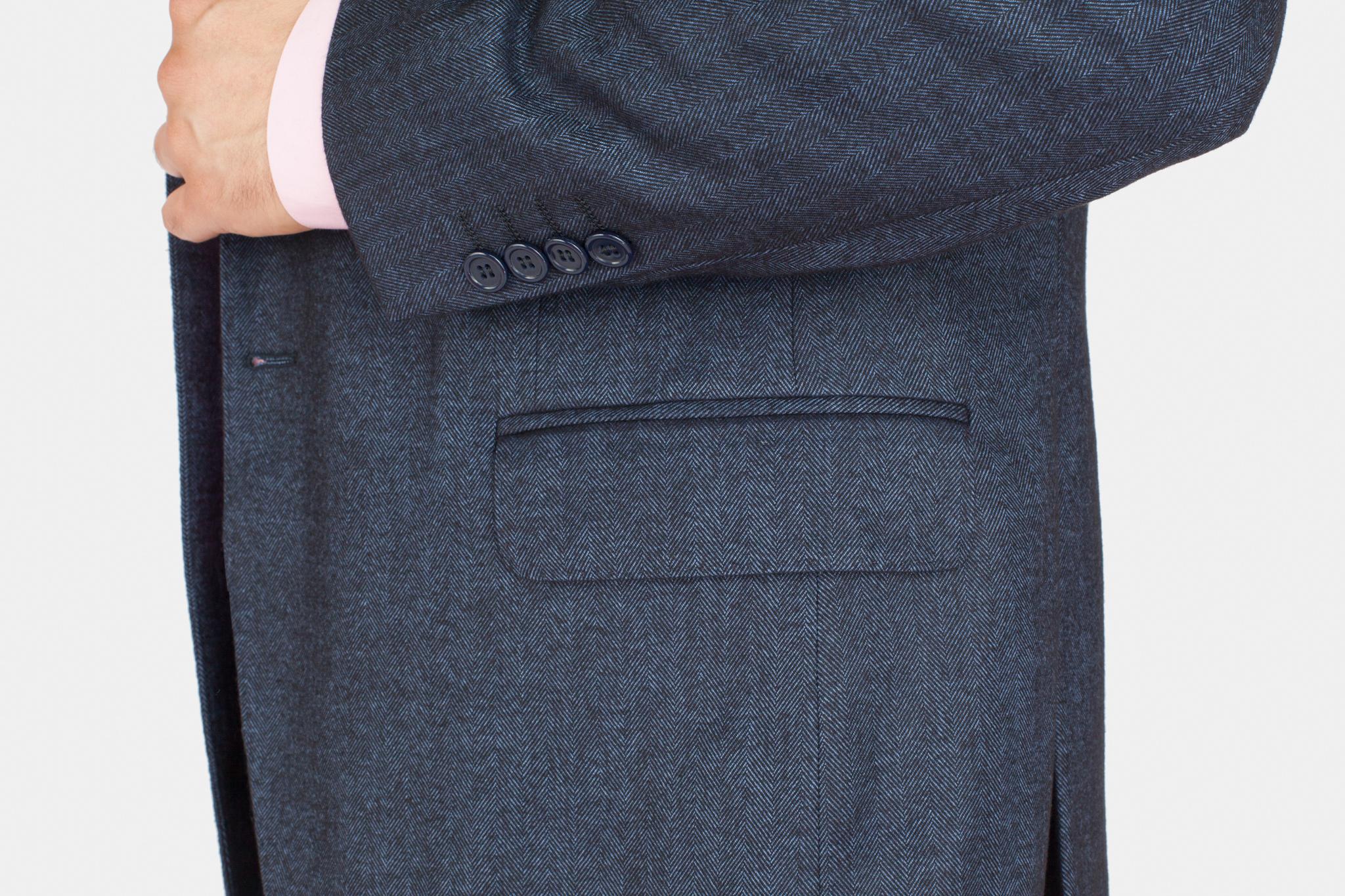 Тёмно-синий пиджак «в ёлочку» из шерсти и вискозы, накладной карман