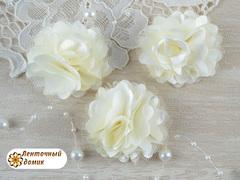 Цветы атласные с фатином молочные диаметр 5 см