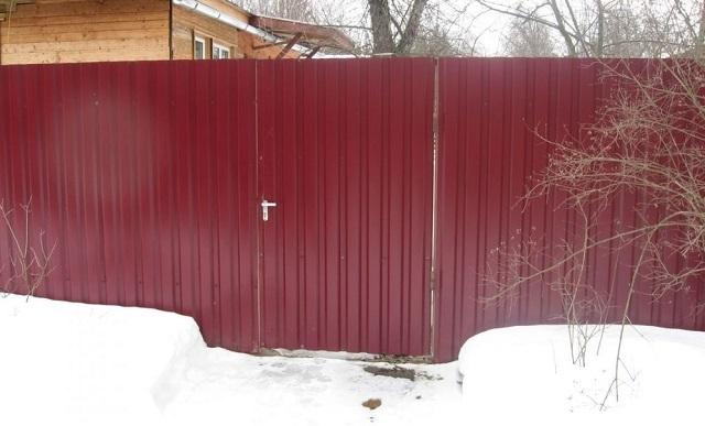 забор из Профнастила С8 (Ral 3005(Красное вино))