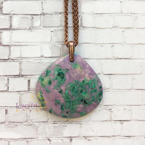 Подвеска Капля Цоизит (искусств), цвет - фиолетовый с зеленым, 40х40 мм (Кулон с камнем. Пример)