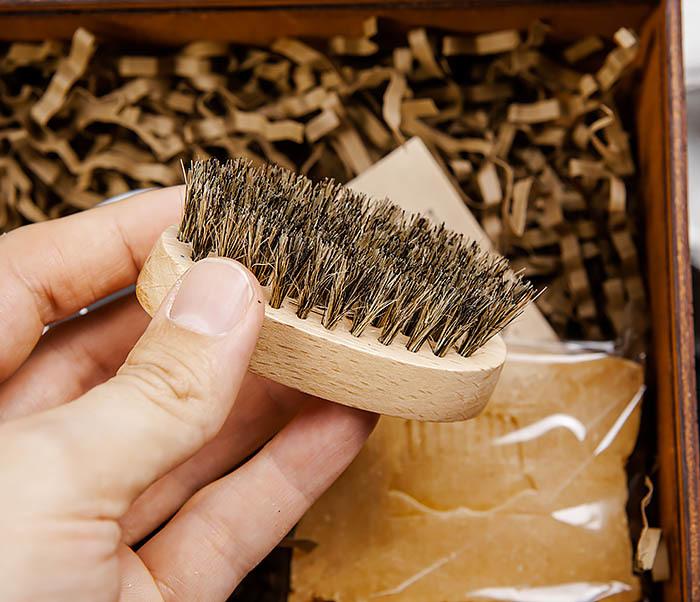 Набор средств для ухода за бородой и телом с щеткой фото 05