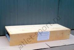 Скамья для наклонов с разметкой, для измерения гибкости.