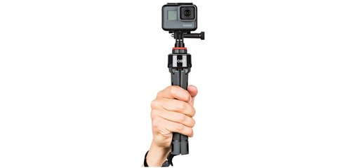 Штатив Joby GripTight PRO TelePod в руке