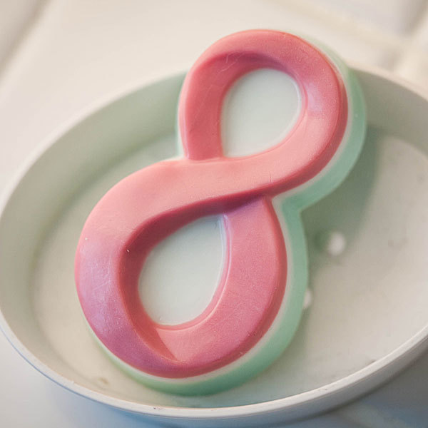 Пластиковая форма для мыла Восемь