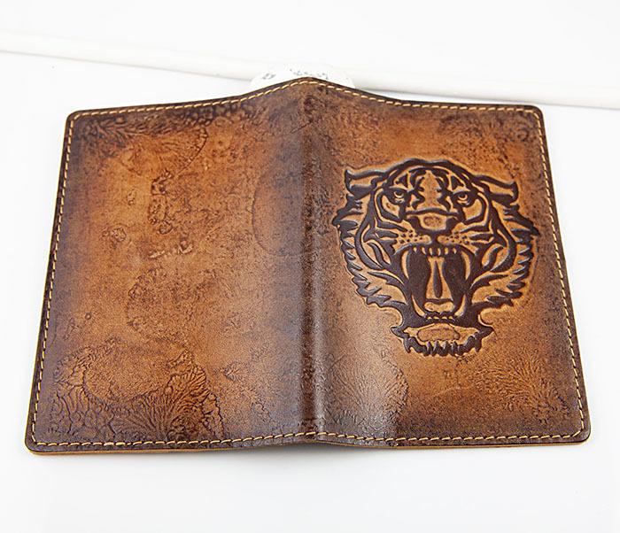BY14-09-03 Обложка для паспорта с тигром, натуральная кожа фото 04