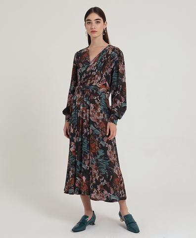 Коричневое платье с драпировкой
