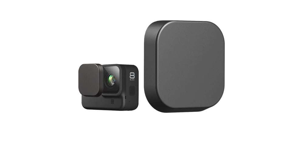 Защитная крышка на объектив камеры HERO8 Black вместе с камерой