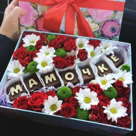 Цветы и шоколадные буквы «Мамочке» #11915