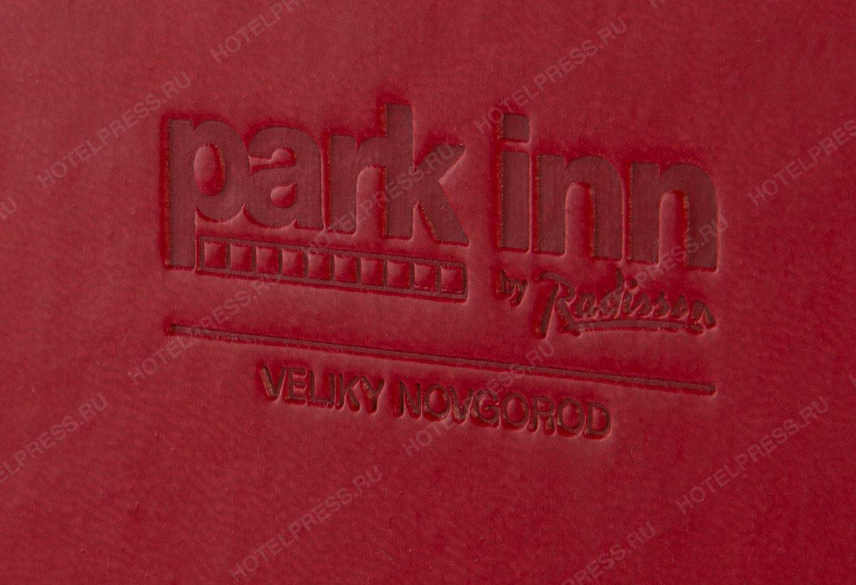 Красная папка-счет софт тач  с тиснением логотипа и паттерна