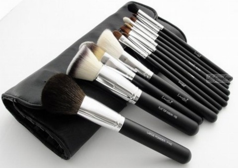 Набор из 12 кистей LancrOne - Set of 12 make-up brushes - CHROME + black case (PL)