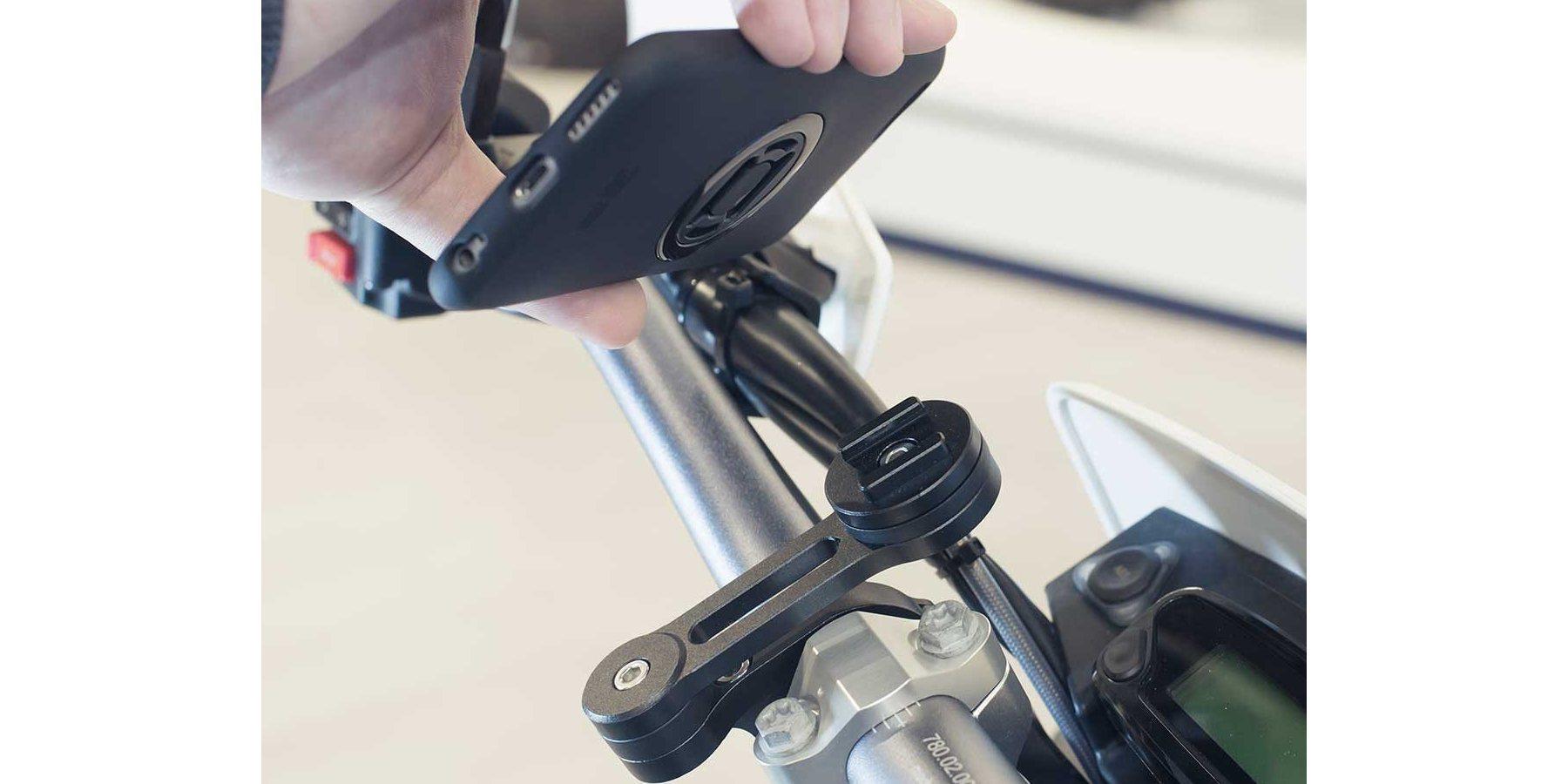 Набор универсальных креплений для смартфона на мотоцикл SP Moto Bundle Universal момент соединения