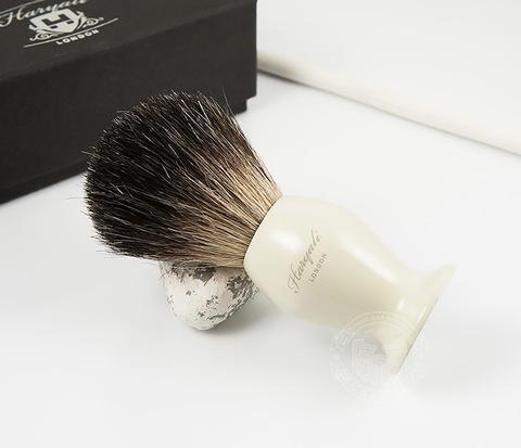RAZ248-2 Помазок из барсучего волоса с рукояткой молочного цвета