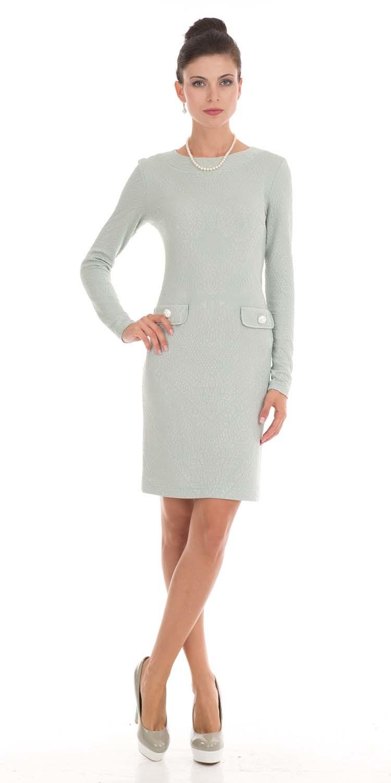 Платье З790-442 - Элегантное платье футляр — базовая вещь делового гардероба.Вискозное платье до колен, приталенного силуэта сделает ваш образ женственным, элегантным и изысканным. Простое на вид, без лишних деталей, но в то же время эффектное и утонченное. Имитация накладных карманов с красивыми пуговицами придает платью шикарный вид. Платье подчеркнет фигуру и создает выгодные пропорции. С разными аксессуарами и без вы можете создать разнообразные луки для похода в театр, на семейные мероприятия или в офис на деловую встречу.