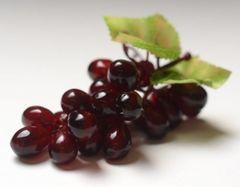 Ветка виноград среднего 11 см, 21 ягоды.
